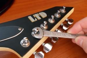колки на гитаре